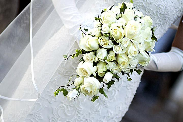 dettagli di matrimonio. Foto del bouquet della sposa. foto spontanee e particolari dello studio fotografico a roma che offre servizi fotografici in tutta italia e destination weddings all'estero