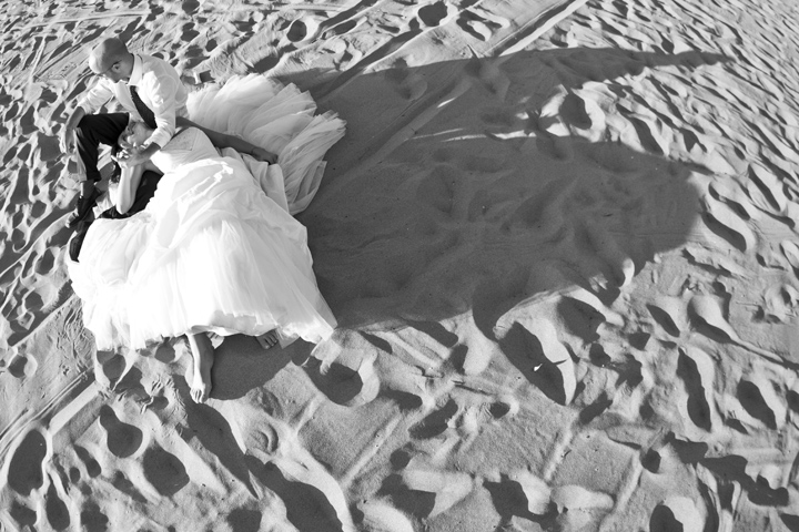 trash the dress in spiaggia, fotografo matrimonio roma