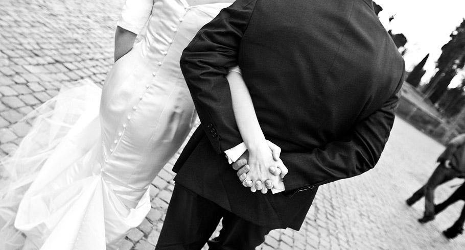 fotografo matrimonio roma passeggiata romantica sposi