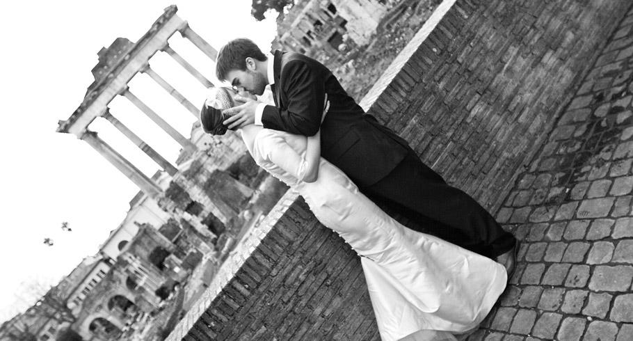 foto bacio roma fori romani FOTO IN BIANCO E NERO