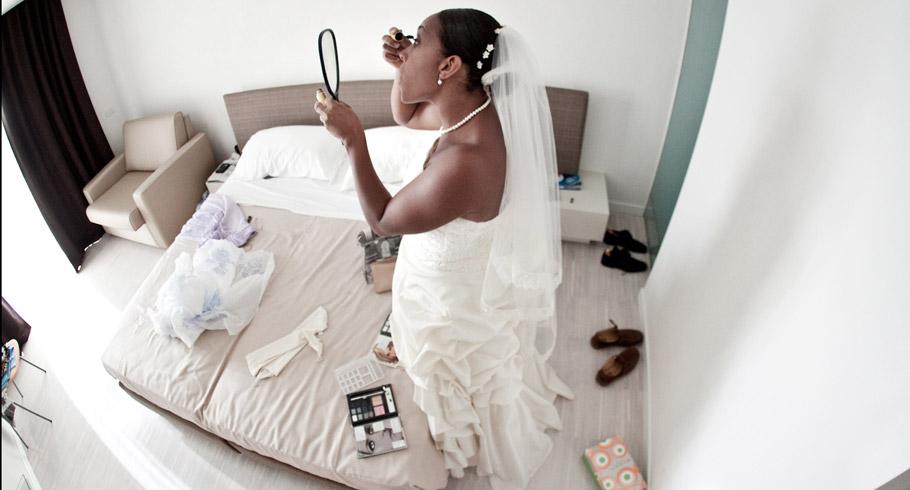 La sposa decide di truccarsi da sola per il suo matrimonio