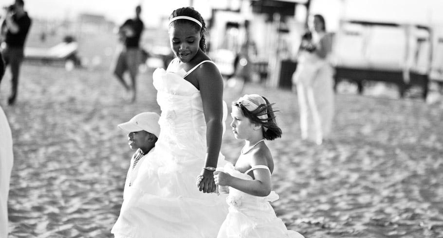 foto attesa della sposa al mare