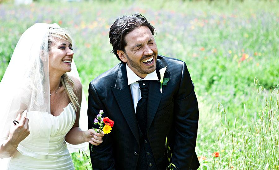 Matrimonio Civile Trevignano Romano : Risate degli sposi studio fotografico pensiero