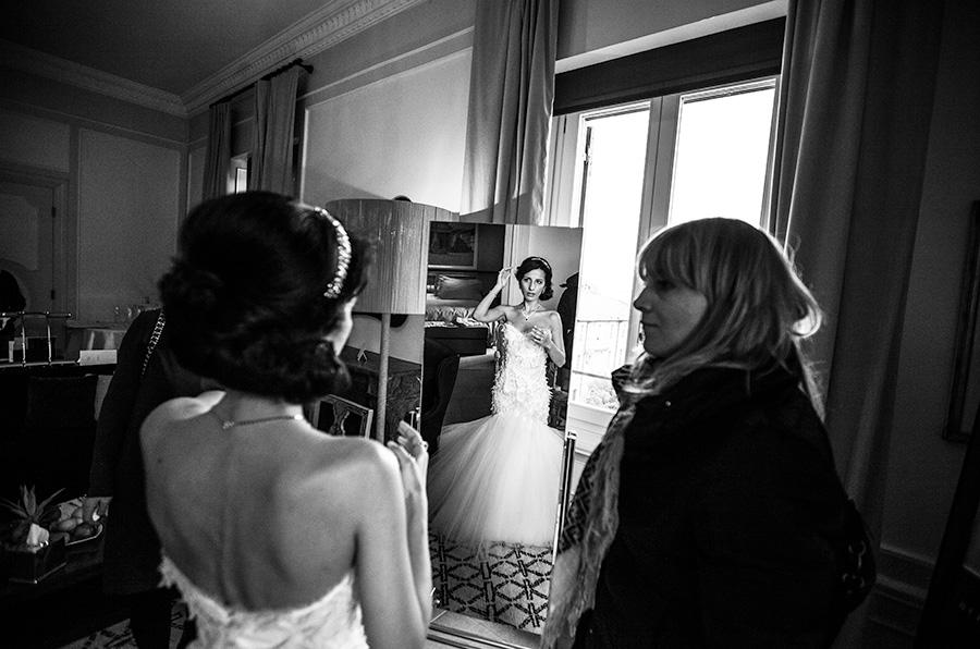 preparativi di nozze, matrimonio al sant regis di roma, fotografia in bianco e nero del matrimonio in stile fotogiornalistico