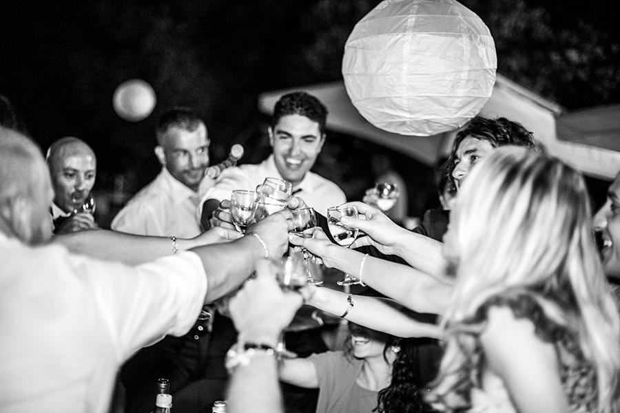 brindisi durante il banchetto di nozze