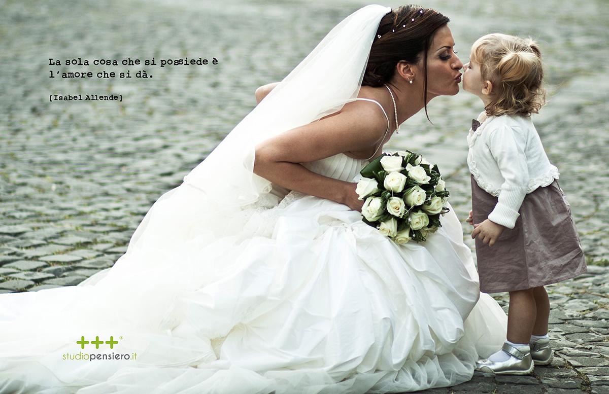 La sola cosa che si possiede è l'amore che si dà. Fotografia di matrimonio spontanea e non convenzionale.