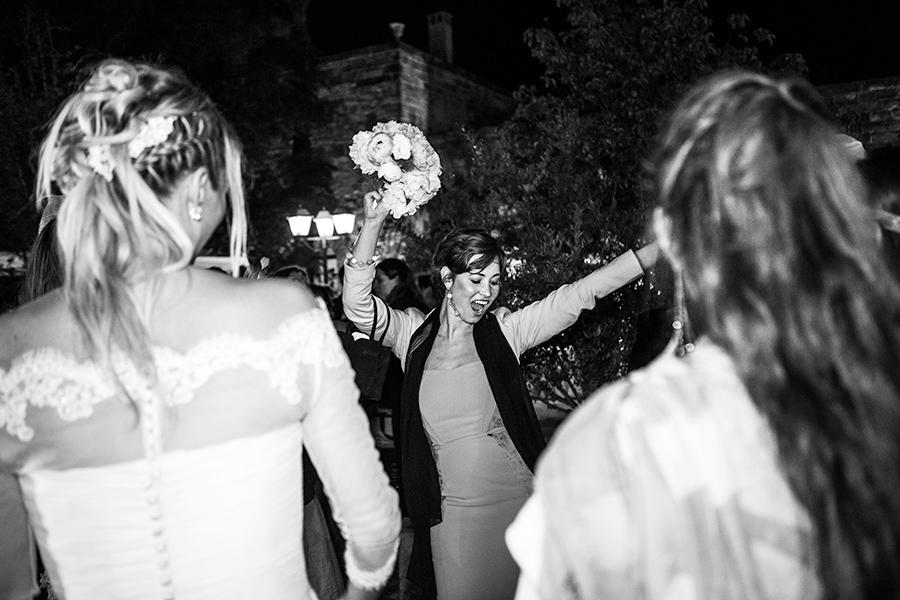 foto matrimonio lancio del bouquet